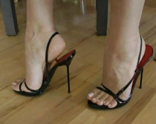 plumper in sexy strapy shoes